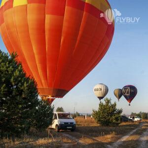 Красивые воздушные шары летят под Киевом